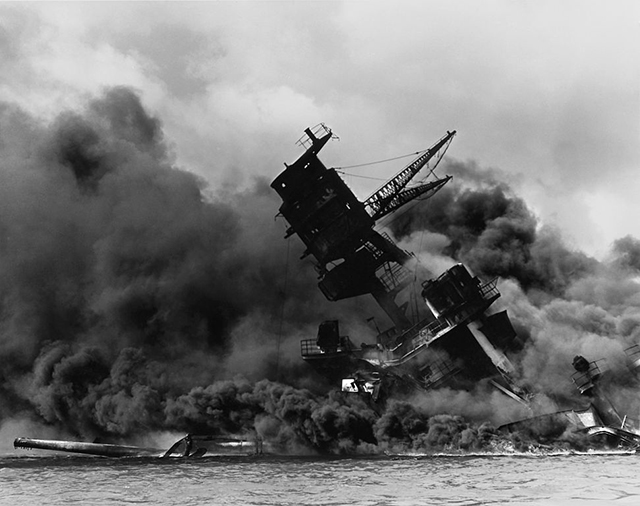971px-The_USS_Arizona_(BB-39)_burning_after_the_Japanese_attack_on_Pearl_Harbor_-_NARA_195617_-_Edit