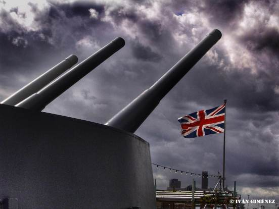 La Union Jack en la proa del Belfast
