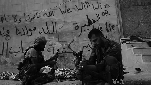 640px-FSA_rebels_cleaning_their_AK47s
