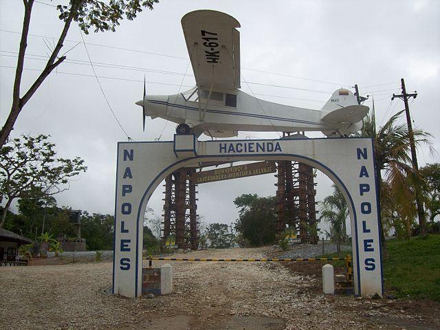 640px-pc3b3rtico_hacienda_nc3a1poles