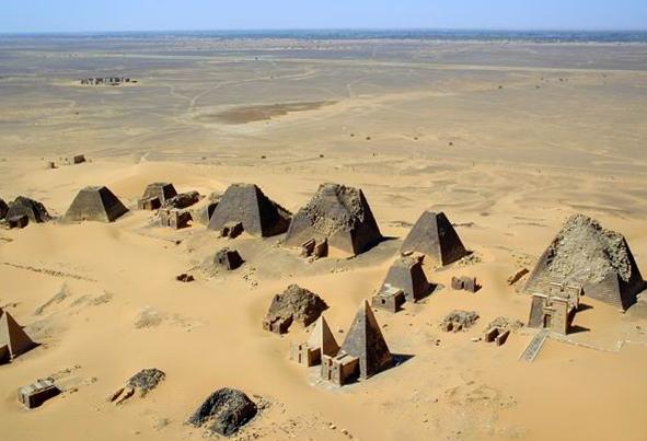 sudan_meroe_pyramids_2001