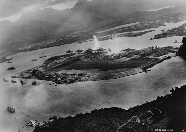 640px-attack_on_pearl_harbor_japanese_planes_view