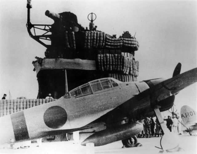 981px-a6m2_on_carrier_akagi_1941